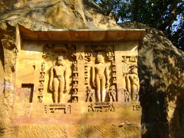 Odisha_Khandagiri Jain statues carved into cliffs DSC00101_Anurag & Priya