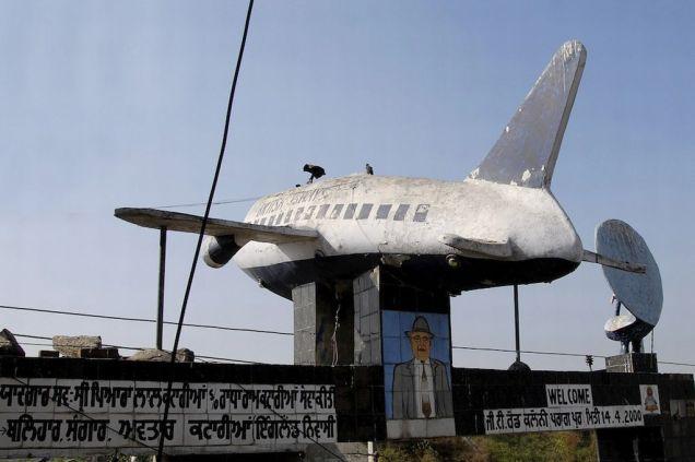 Aeroplane Gurudwara gateway