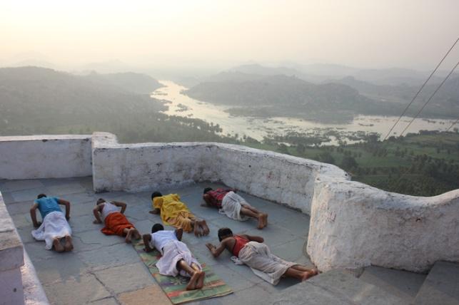 Hampi yoga IMG_3829
