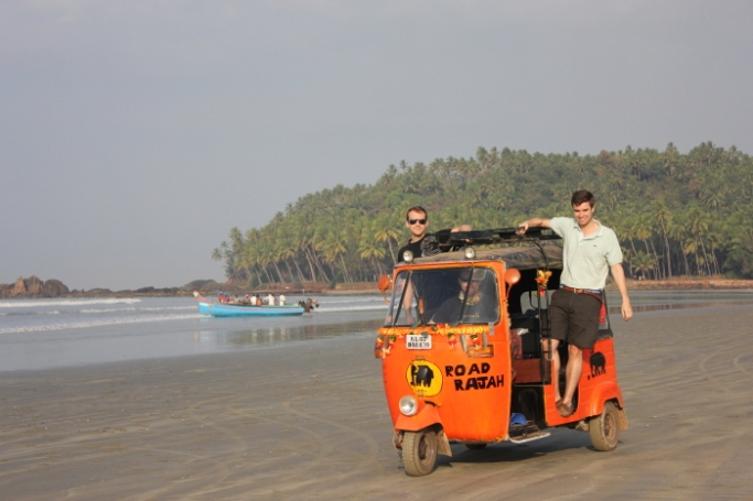 Rickshaw Run-Road Rajah on Muzhappilangad Beach IMG_0073