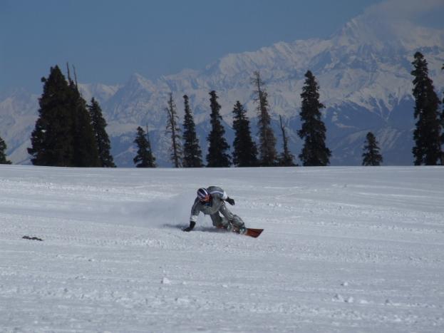 Skiing in Gulmarg - snowboarder