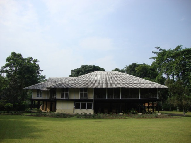 Dibrugarh Chang Bungalow DSC04385 opt