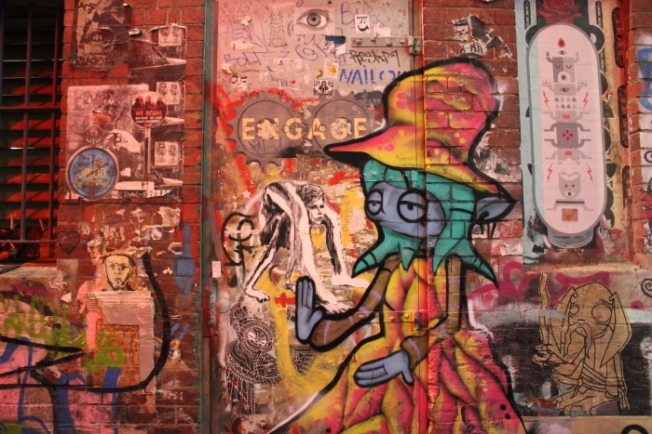 australia-graffiti-lined-street-in-melbournes-cbd-img_6138