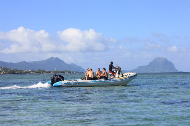 mauritius-boat-ride-for-snorkelling-img_2371