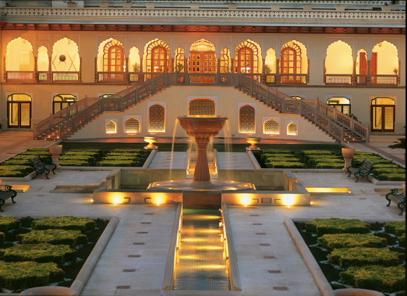 rambagh-palace-jaipur-the-palace-courtyard-1
