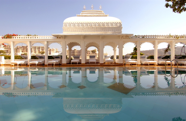 taj-lake-palace-udaipur-pool