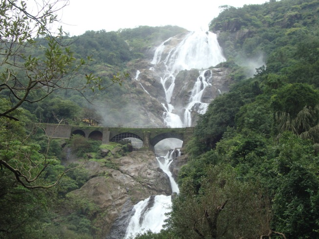 Goa Doodhsagar waterfall bridge DSC04320
