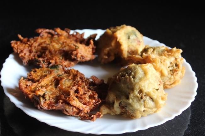 Malabar snacks_Bonda bajji IMG_1791