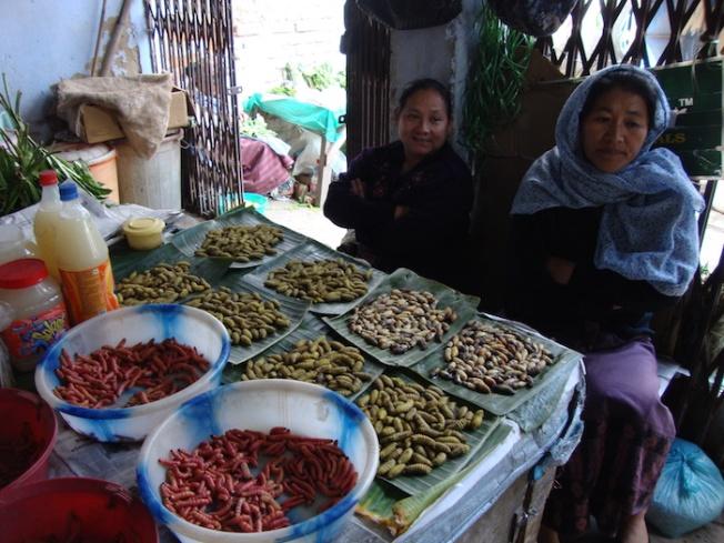 Women's market DSC04760