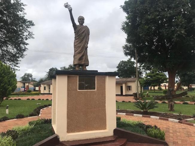 Lusaka-Kenneth Kaunda statue at Chilenje IMG_4524